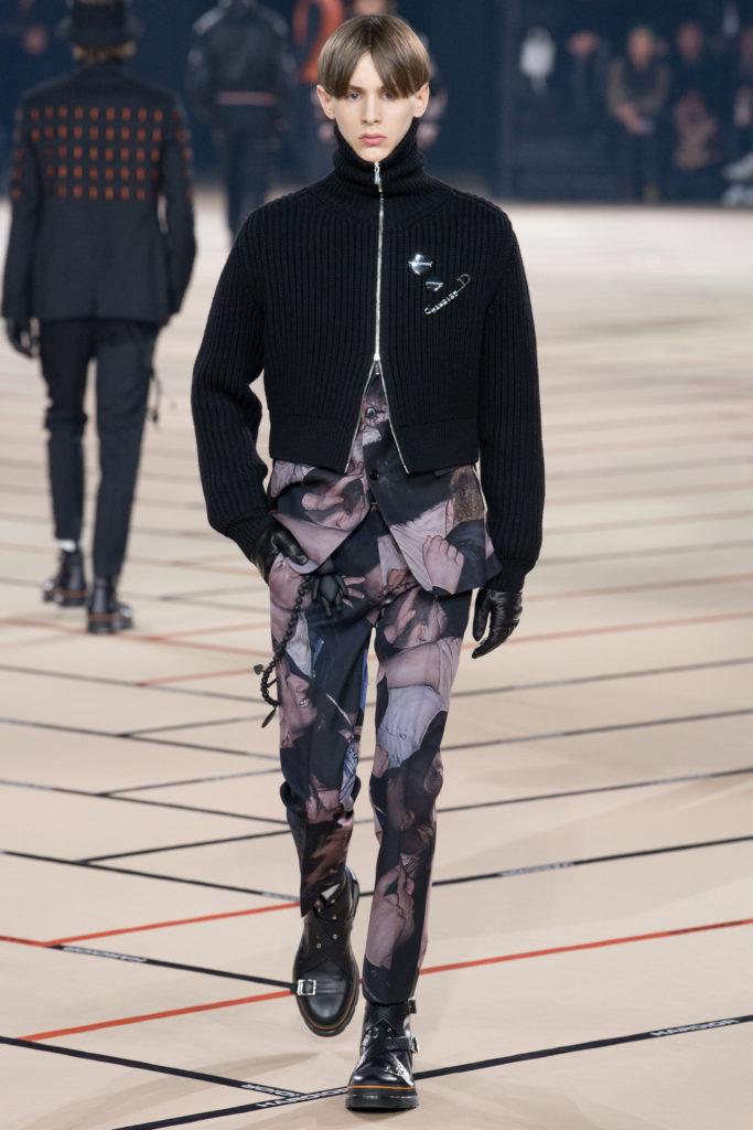 0d89b6717c92f وهذا الطابع كان واضحًا في مجموعة أزياء Dior ديور الجاهزة لخريف وشتاء  الـ2017-2018 والتي تأخذنا إلى رحلة استكشاف لون شكّل أحد الألوان المفضّلة  والرائعة ...